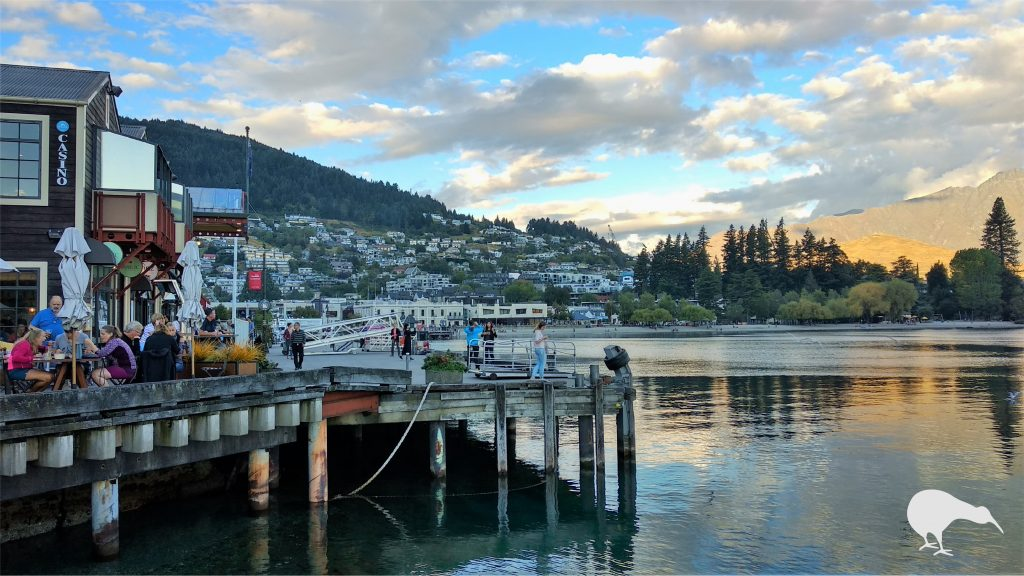 Waterfront de Queenstown al atardecer